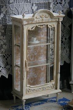 Louis Style Vitrine in Aged Cream, Miniature for dollhouse