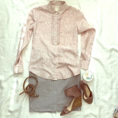 """J. Crew Pink and White Print Buttondown Size 0 J. Crew brand size 0 ( 17 1/2"""" bust, 25"""" length, 24"""" sleeve) pale pink and white floral print Buttondown shirt with Ruffled lapel. J. Crew Tops Button Down Shirts"""