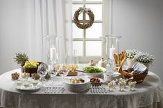 Noutopöytä on kätevä silloin, kun vieraita on niin paljon, etteivät kaikki mahdu istumaan saman pöydän ääreen. Sujuvaa ruokailua Suuriin juhli…