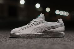 TheDiamond Supply Co. x Puma Classic Suede collection is releasing soon. Following the release of the Puma Clyde, Diamond Supply Co. and Puma have joined forces again. This time for theDiamond Supply Co. x Puma Classic Suede. The collection consists of three colorways of the Puma Suede, Diamond Blue, Black and Cream. The trio feature