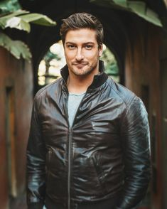 Thanks for this picture . for all those who are looking for a photographer in the LA area, message Michelle… Gorgeous Men, Beautiful People, Jack Thornton, Daniel Lissing, Jack And Elizabeth, Body Love, Celebrity Beauty, Best Shows Ever, Sexy Men
