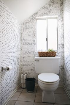 @wallsneedlove removable vinyl wallpaper -- such a good solution for renters to personalize their space!