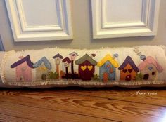 Door Draught Stopper, Draft Stopper, Draught Excluder Diy, Draught Excluders, Applique Quilts, Wool Applique, Sewing Crafts, Sewing Projects, Le Boudin