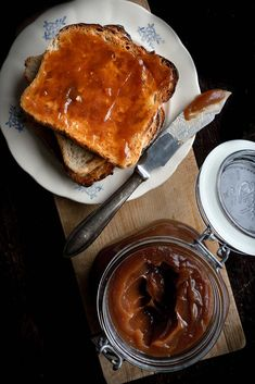 If you have too many apples floating around your kitchen tables, I've got a delicious recipe for you. Oven Apple Butter basically cooks itself. Oven Recipes, Fall Recipes, Slow Cooker Recipes, Cooking Recipes, Apple Varieties, Vintage Cooking, Oven Dishes, Dips, Apple Butter