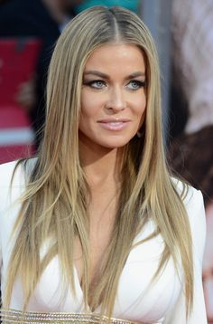 This ultra-straight haircut is also a layered haircut, but its layers are not so rich and just start from a lower section near the ends. Women can sport this simple haircut for a elegantly voguish look!