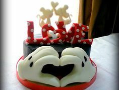 Valentine's Day is approaching … Mickey and Minnie love cake … I love Disney theme! I hope you enjoy it! Happy love to all! xxx ^ _ ^  Mary,  http://www.facebook.com/SugarLoveAndPassion