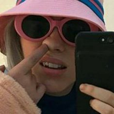 Billie Eilish, Meme Faces, Funny Faces, Celebs, Celebrities, Mood Pics, Aesthetic Girl, Funny Moments, Music Artists