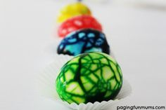 Beautiful marbled eggs - these are easy to make! Watch the video to learn how!