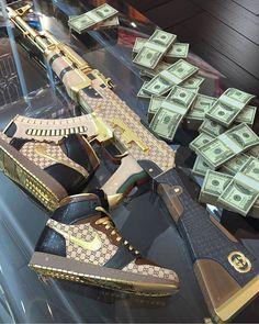 credit: Gucci Gang 💵🔫 Tag someone that needs to see this! 📥Dm For Poromtion 🤝 . Gun Aesthetic, Badass Aesthetic, Bad Girl Aesthetic, Armas Airsoft, Fille Gangsta, Armas Ninja, Gangster Girl, Nike Wallpaper, Custom Guns