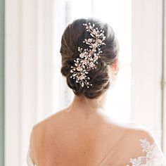 FLORAL GARDEN HEADBAND Simplistic & stunning, our Floral Garden Headband is perfect for the bride looking to add a touch of delicate sparkle to her wedding hairstyle. Lightweight & easy to style. Wedding Hair Half, Wedding Hairstyles For Medium Hair, Wedding Hair Clips, Wedding Hair Pieces, Gold Wedding, Gatsby Wedding, Short Hairstyles, Bridal Comb, Bridal Hair Vine