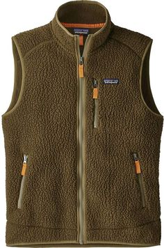 The Patagonia Men's Retro Pile Vest is a warm, easy-wearing fleece vest made of recycled polyester double-sided solid shearling. Mens Knitted Cardigan, Men Sweater, Vest Jacket, Half Jacket, Vest Men, Patagonia Vest Outfit, Bohemian Style Men, Mens Gear, Camisa Polo