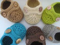 Baby booties crochet pattern.