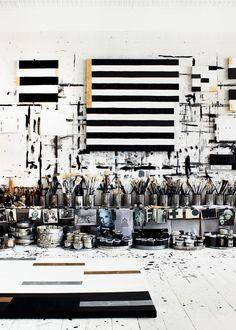 Visita ao estúdio :: Estilo preto e branco de Tenka Gammelgaard - STUDIO - Art Atelier, Atelier Creation, Creative Arts Studio, Art Studio Design, Studio Ideas, Studio Setup, Design Room, Design Art, Deco Studio