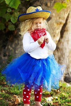 thsi is a good i dea all u need is a cowgirl hat,a tutu,leggings(if you want),and that bandana,and ank kind of shirt!