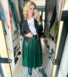 Leather jacket/ simple white t-shirt/ green skirt/ green boots/ #green #lookoftheday #beautiful #itstime #yes #confidenceiskey Post Pregnancy Clothes, Pre Pregnancy, Pregnancy Outfits, Semi Casual, Green Boots, Personal Style, Skirt Boots, Tulle, Leather Jacket