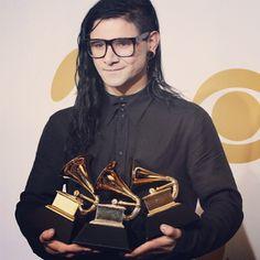 "Skrillex, creador de himnos como Bangarang, Make It Bun Dem o Summit junto a Ellie Goulding, debuta con su primer disco de estudio por sorpresa,""Recess"" | Dubstep"