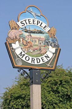 Steeple Morden Village Sign, Hertfordshire, England                                                                                                                                                     Mais