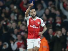 Arsenal's Theo Walcott: 'The players need to take pressure off Arsene Wenger'