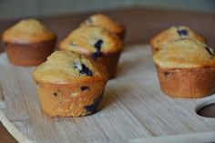 Protein-Packed Kodiak Blueberry Muffins You've heard of the Cookie Monster? My husband is the Protein Monster. He loves coaching Crossfit, l. Healthy Protein Snacks, Protein Pack, Protein Foods, Healthy Recipes, High Protein, Healthy Eating, Clean Eating, Healthy Foods, Protein Cookies