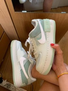 Dr Shoes, Cute Nike Shoes, Swag Shoes, Cute Nikes, Cute Sneakers, Hype Shoes, Shoes Sneakers, Green Nike Shoes, Nike Shoes Outfits