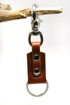Belt Clip Keychain Leather Keychain Swivel by SimpleFraction Leather Key Holder, Leather Keyring, Leather Gifts, Leather Craft, Cow Leather, Leather Jewelry Making, Leather Wallet Pattern, Leather Projects, Key Fobs