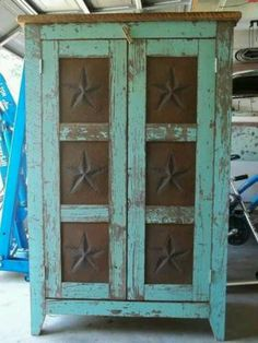 Antique Pie Safe with punched tin. Primitive Furniture, Country Furniture, Distressed Furniture, Antique Furniture, Painted Furniture, Diy Furniture, Western Furniture, Primitive Cabinets, Primitive Bedroom