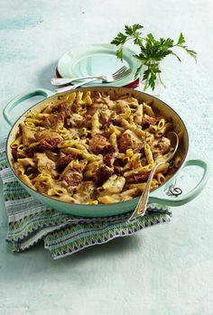 Unser beliebtes Rezept für Hähnchen-Mozzarella-Nudeln mit getrockneten Tomaten und mehr als 55.000 weitere kostenlose Rezepte auf LECKER.de.