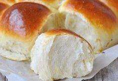 chifle de casa (1) Bread Recipes, Cake Recipes, Cooking Recipes, Halloumi Burger, Romanian Food, Hot Dog Buns, Deserts, Food And Drink, Healthy Eating