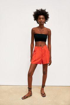 BERMUDA BOLSILLO Zara Portugal, Shorts With Pockets, Pocket Shorts, Shorts Co Ord, Co Ord Sets, Zara United States, Red Coral, Summer Wardrobe, Mannequin