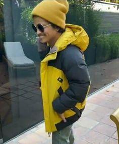 Bruno Mars, Attractive Men, Canada Goose Jackets, My Idol, Rain Jacket, Windbreaker, Winter Jackets, Music, Smile