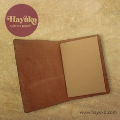 INTERIOR FUNDA LIBRETA Este es el interior de la funda para libreta formato A5… Leather Notebook, Card Holder, Wallet, Cards, Cases, Leather, Paper Envelopes, Interiors, Rolodex