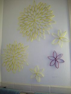 toilet paper roll sunflowers.  No doubt about it, I will be making one of these.  Beautiful.