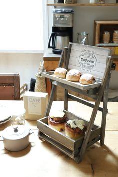 Stall Display, Bakery Display, Display Ideas, Craft Stalls, Cafe House, Pipe Furniture, Mocca, Pallet Art, Hacks Diy