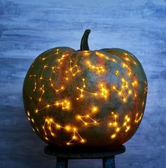Pick your best pumpkin and have your carving tools to the ready -- it's Halloween! Whether you want to go spooky or goofy, we have tons of Halloween pumpkin ideas for you to choose from and tips on how to safely carve a pumpkin. Easy Halloween Decorations, Fete Halloween, Holidays Halloween, Halloween Crafts, Halloween 2017, Halloween Ideas, Halloween Quotes, Samhain Decorations, Happy Halloween