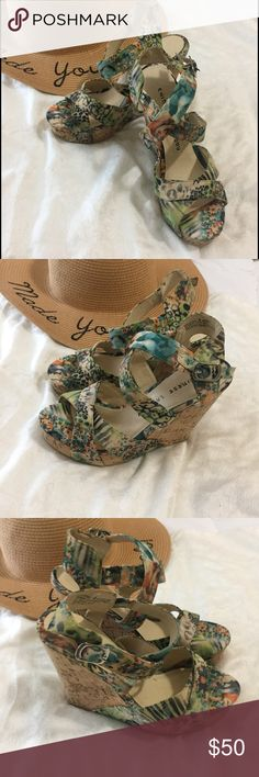 🏵👠Chinese Laundry Platforms Beautiful floral print platforms worn once a few flaws on the inside from moving, are in excellent condition from the outside minor flaws are not visible Chinese Laundry Shoes Platforms