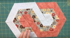"""""""TeresaDownUnder"""" wasn't always 'Down Under' in fact she was born in Spain where she learned needlecraft from her mother. After moving to Australia she lost the Quilting Tutorials, Quilting Projects, Quilting Designs, Sewing Projects, Hexagon Quilt, Quilt Block Patterns, Quilt Blocks, Hexagon Patchwork, Triangle Quilts"""