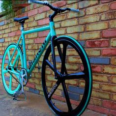 Aerospoke Bianchi Fixie- another Bianchi Beauty... <3 one awesome day I will have a Bianchi of my own haha :)