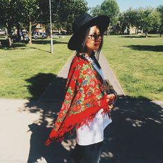 Russian traditional shawl. Wool 100%. Matryoshka. Матрешка. Pavloposadskie platki. Check us out on platochic.tictail.com