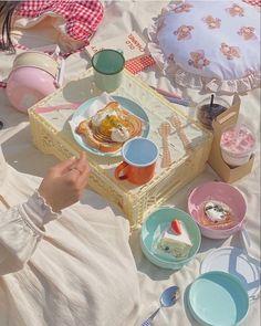Korean Aesthetic, Aesthetic Colors, Summer Aesthetic, Aesthetic Food, Aesthetic Pictures, Picnic Date, Pastel Wallpaper, Cute Food, Good Mood