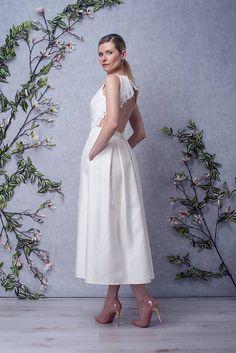 AUDREY // Robe de mariée mi-longue en soie et dentelle dos