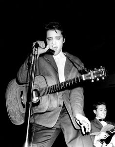 Elvis Presley and Scotty Moore at the Cleveland Arena, Ohio - November 1956 Lisa Marie Presley, Priscilla Presley, Tennessee, If I Can Dream, Are You Lonesome Tonight, Scotty Moore, Elvis In Concert, Young Elvis, John Lennon Beatles