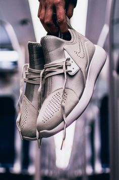 NIKE Lunarcharge Premium Beige Urban Outfits, Nike Shoes, Shoes Sneakers, White Sneakers, Man Shoes, Streetwear Fashion, Streetwear Shop, Skate Wear, Street Outfit