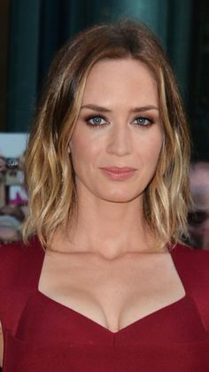 Gorgeous Shoulder-Length Hairstyles: Emily Blunt