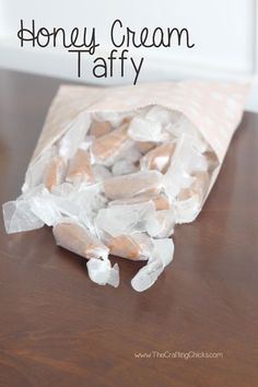 Honey Cream Taffy: Would make some delish Christmas gifts: Ingredients 1 tablespoon butter, softened 1 cup heavy whipping cream 2 cups honey 1 cup sugar Honey Recipes, Sweet Recipes, Homemade Candies, Homemade Sweets, Candy Store, Christmas Baking, Christmas Gifts, Dessert Recipes, Dessert Bread