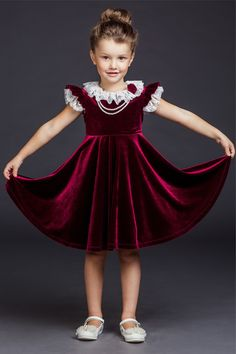 Petite fille Baby Girl Party Dresses, Dresses Kids Girl, Baby Dress, Kids Outfits, Kids Frocks, Frocks For Girls, Little Girl Fashion, Kids Fashion, Kids Dress Collection