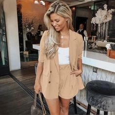 Sound Advice On How To Dressing To Impress – Fashion Trends Classy Summer Outfits, Spring Fashion Outfits, Trendy Outfits, Boho Fashion, Classy Shorts Outfits, Summer Brunch Outfit, Fashion Top, Fashion Hair, Fashion Trends