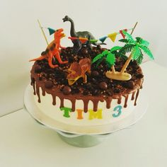 Stoere Dino taart voor Tim #dinotaart #dinosaurus #dinocake Dinosaur Birthday Party, Boy Birthday, Birthday Parties, The Good Dinosaur, Food Inspiration, Party Themes, Cupcakes, Sweet, Desserts