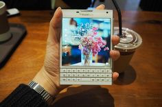 #inst10 #ReGram @qordi37: 오랜만에 원본 그대로 올려본다.  #서울 #청계천 #카페 #블랙베리 #blackberry #blackberrypassport #폰스타그램 #패포화이트 #블베덕후 #일상 #스냅 #기록 #올림푸스 #미러리스 #카메라 #olympus  #BlackBerryClubs #BlackBerryPhotos #BBer