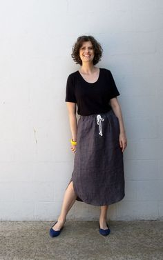 Beginner friendly elastic waist skirt pdf sewing pattern with curved hem, three pocket options and drawstring waist. Skirt Patterns Sewing, Skirt Sewing, How To Make Skirt, Make Your Own Clothes, Elastic Waist Skirt, Sewing Blogs, Cotton Skirt, Top Pattern, Sewing Clothes