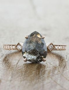vintage engagement rings which look stunning. vintage engagement rings which look stunning. Wedding Rings Simple, Wedding Rings Solitaire, Wedding Rings Vintage, Halo Engagement Rings, Bridal Rings, Vintage Engagement Rings, Unique Rings, Wedding Jewelry, Gold Wedding